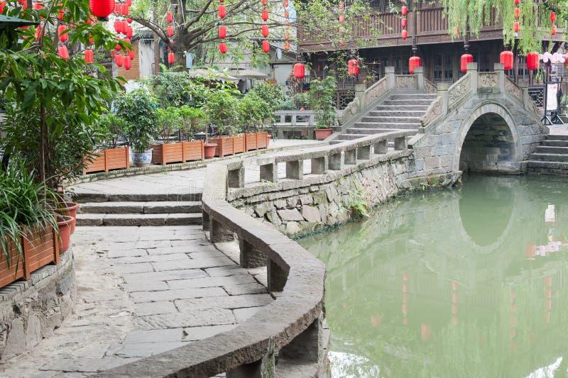 Chengdu - Jinli traditionell bro och kineslykta fotografering för bildbyråer