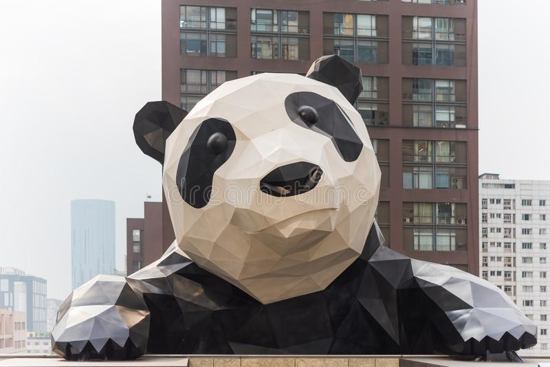 Chengdu-Pandaskulptur in IFS-Gebäude stockfotografie