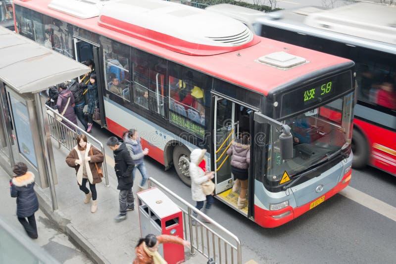 Chengdu, porcelaine : les gens en le bus photo libre de droits