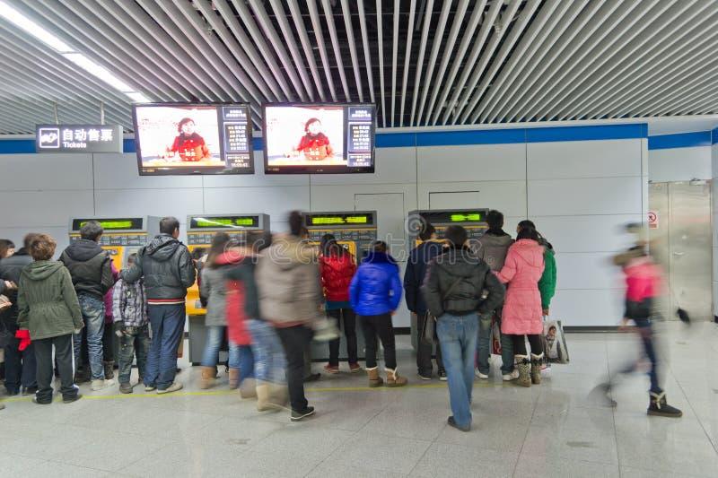 Chengdu, porcelana: bilhetes da compra dos povos foto de stock