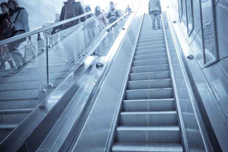 Chengdu, porcelana: elevador e escadaria foto de stock royalty free