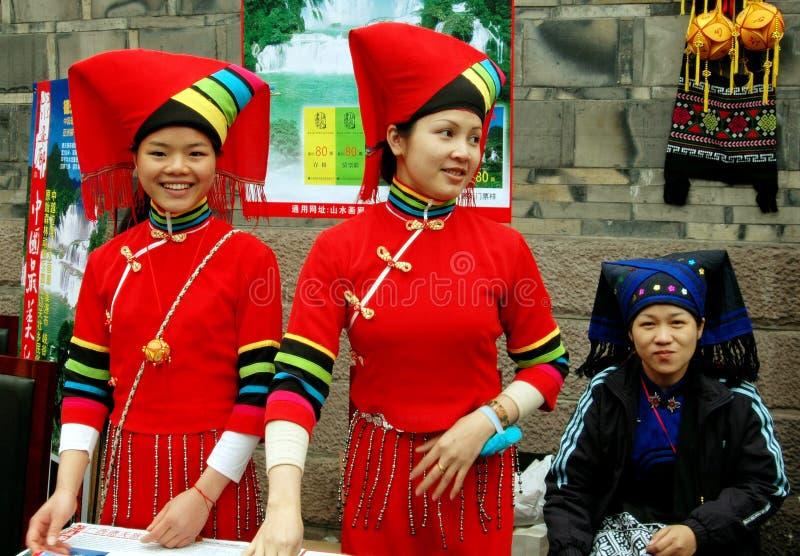 chengdu porslinfolk tre kvinnor yi arkivbild