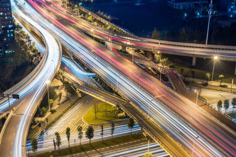 Chengdu - vista aerea di cavalcavia alla notte fotografie stock