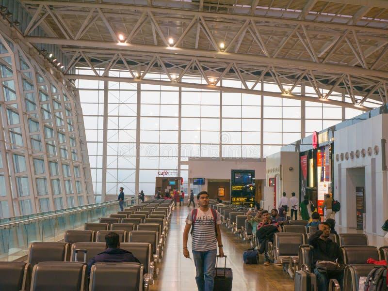 Chennai lotnisko, Międzynarodowy Terminal Pasażera czekanie przed wsiadać ich plan obrazy royalty free