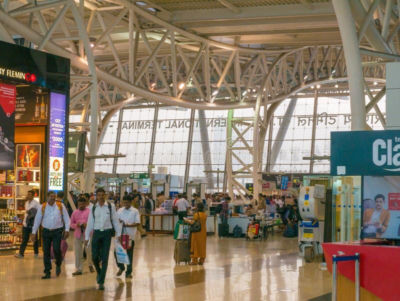 Chennai, tamil nadu India, Styczeń, - 14, 2018 Chennai lotnisko, Międzynarodowy Terminal Pasażera czekanie przed wsiadać ich plan zdjęcie stock