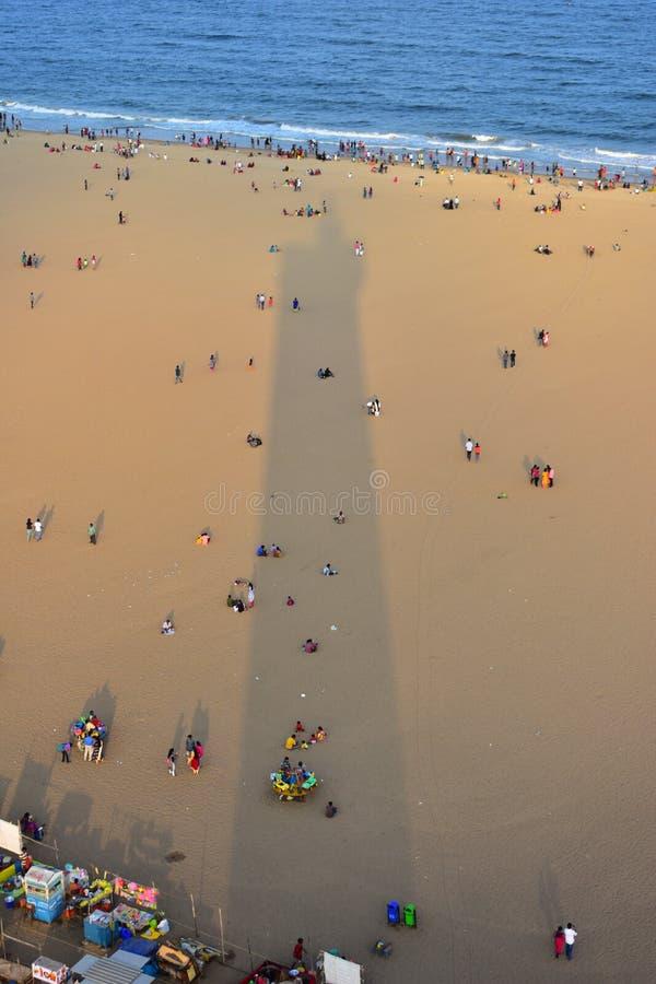 Chennai, Tamilnadu, India: Styczeń 26, 2019 - cień Lekki dom w Marina plaży obrazy stock