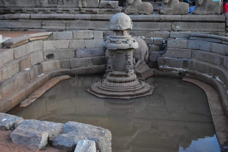 Chennai, Tamilnadu - Indien - 9. September 2018: Küsten-Tempel-Pool in Mahabalipuram stockbild