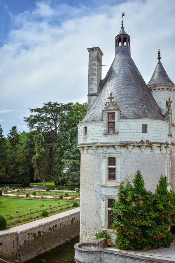 CHENONCEAU ΚΑΣΤΡΟ, ΓΑΛΛΙΑ - 6 ΙΟΥΛΊΟΥ 2017: Γαλλικό κάστρο κοιλάδων της Loire που εκτείνεται τον ποταμό Cher Λεπτομέρεια πύργων σ στοκ εικόνα