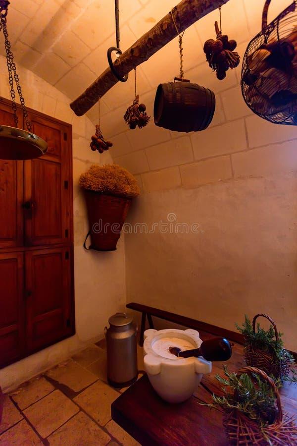 CHENONCEAU, FRANCJA - OKOŁO CZERWIEC 2014: Średniowieczna kuchnia w kasztelu Chenonceau, Francja zdjęcia royalty free