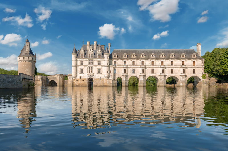 Chenonceaukasteel, over de rivier van Cher, de Loire-Vallei, Frankrijk wordt gebouwd dat stock foto's