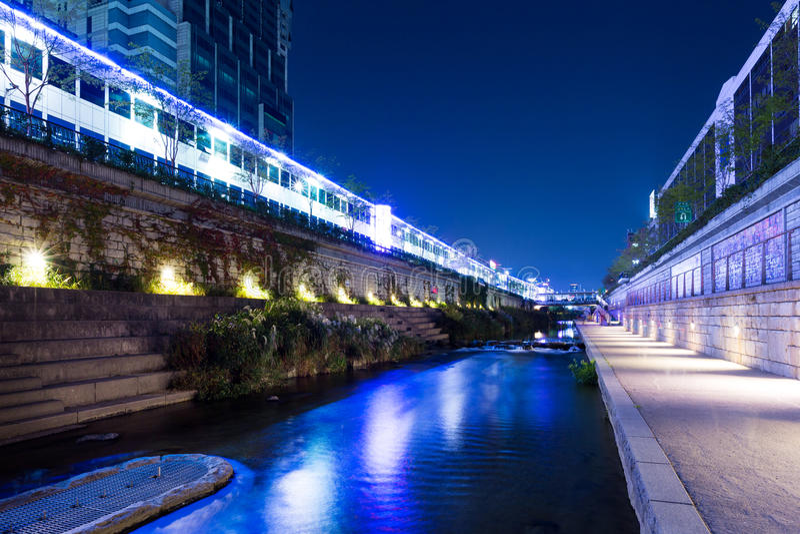 Cheonggyecheon-Strom in Seoul lizenzfreie stockfotos