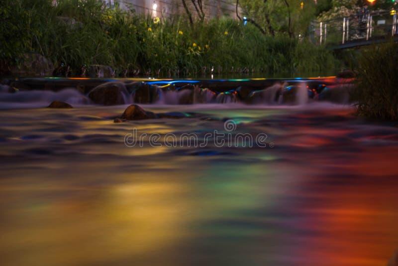 Cheonggyecheon-Strom in Seoul, Südkorea nachts lizenzfreies stockfoto