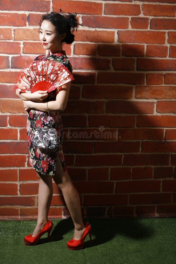 Cheongsam e donne asiatiche immagini stock