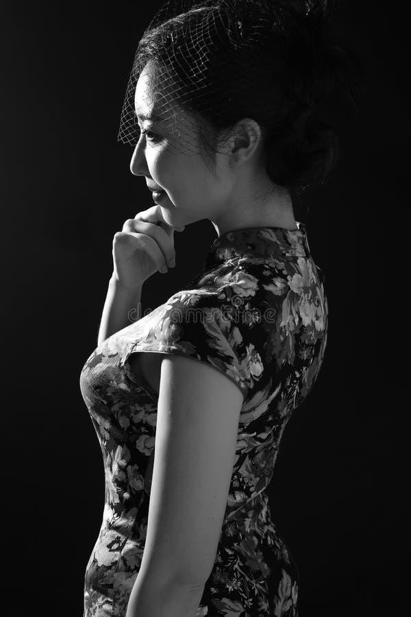 Cheongsam e donne asiatiche immagine stock