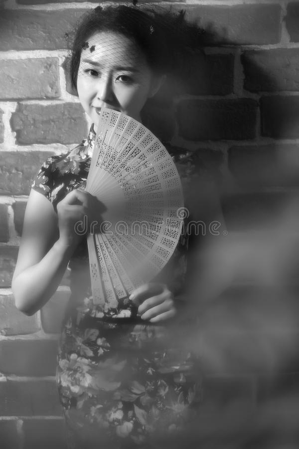 Cheongsam e donne asiatiche & x28; Photograph& monocromatico x29; fotografia stock
