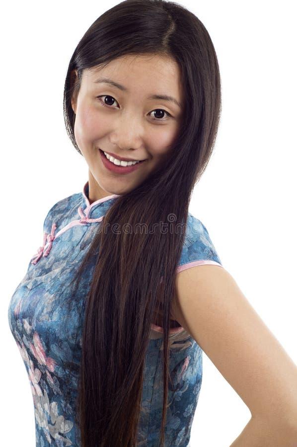 Cheongsam Frau lizenzfreies stockfoto