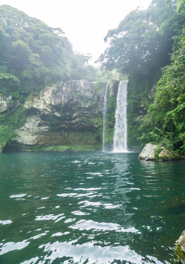 Cheonjiyeon-Wasserfälle in Jeju-Insel stockfotos