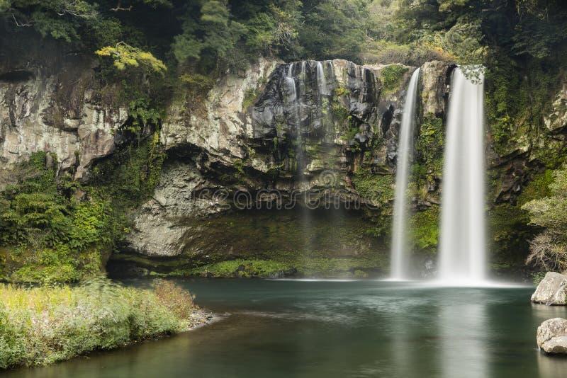 Cheonjiyeon Wasserfall lizenzfreies stockfoto