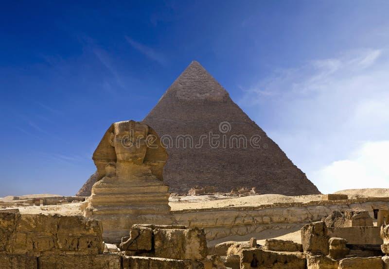Cheops金字塔和狮身人面象在吉萨棉 库存照片