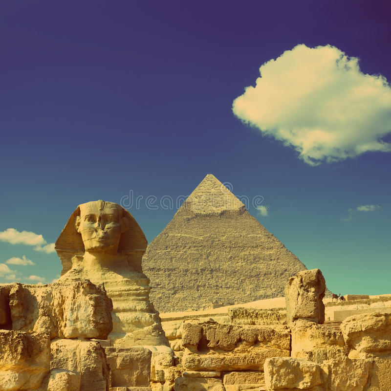 Free Cheops Pyramid And Sphinx In Egypt - Vintage Retro Style Royalty Free Stock Images - 37617259