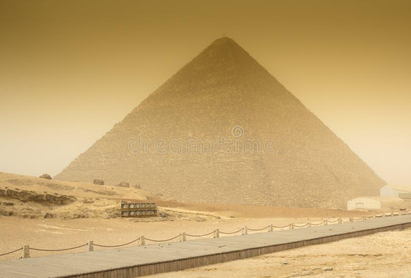 Cheops pyramid i sandstorm royaltyfria foton