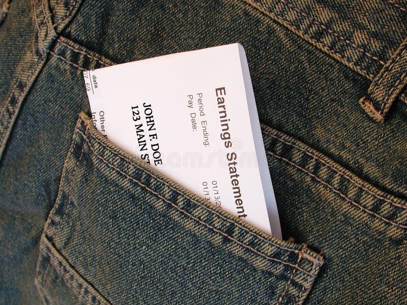 Cheque de pagamento nas calças de brim fotografia de stock