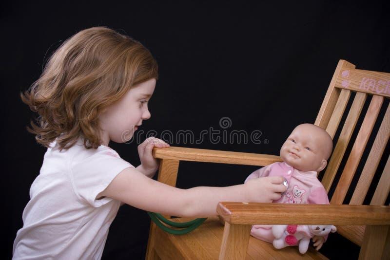 Download Chequeo del bebé imagen de archivo. Imagen de hembra, niños - 1275015