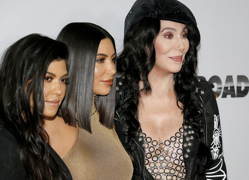 Cher, Kim Kardashian West en Kourtney Kardashian stock afbeeldingen