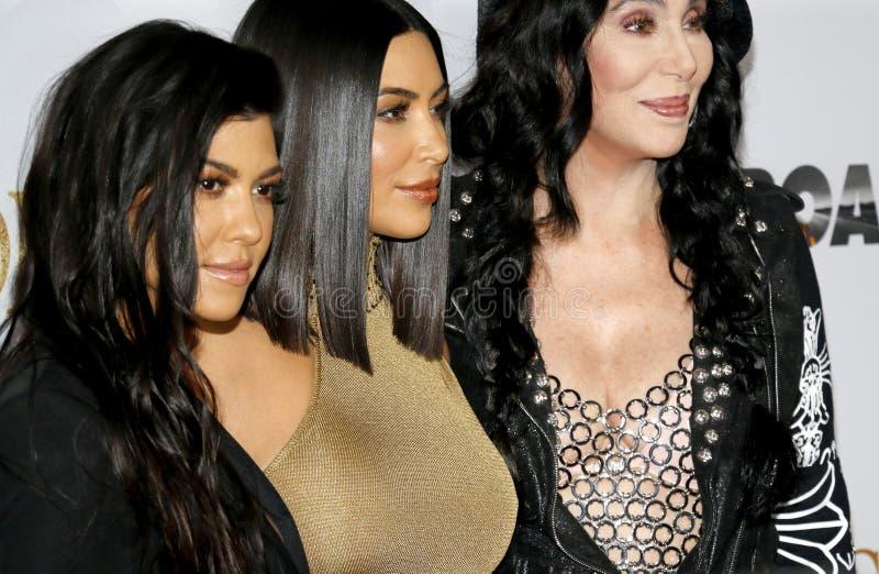 Cher, Kim Kardashian West en Kourtney Kardashian stock afbeelding