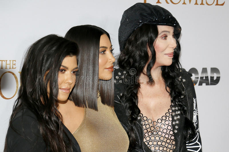 Cher, Kim Kardashian West en Kourtney Kardashian stock foto's