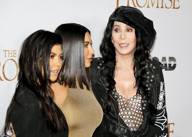 Cher, Kim Kardashian West et Kourtney Kardashian image stock