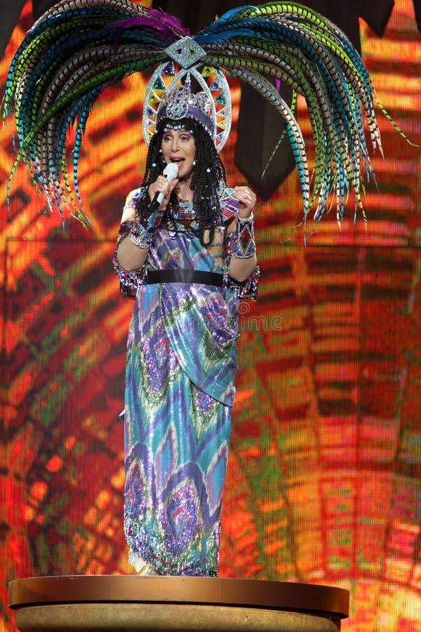 Cher utför i konsert arkivfoto