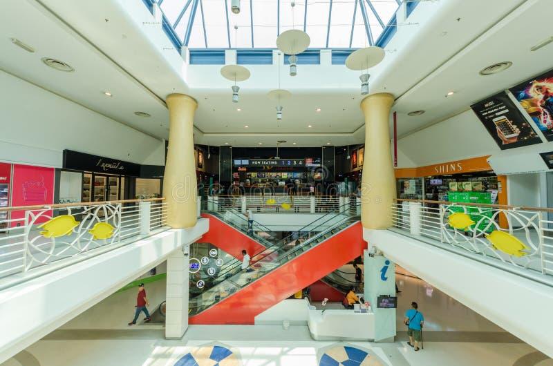 Cheras czasu wolnego centrum handlowe jest domowy wibrujÄ…ca mieszanka handel detaliczny, czas wolny rozrywka i Å'omotać ujÅ›cia zdjęcia stock