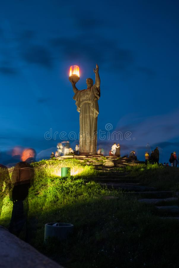 Cherkasy, Ucrania - 1 de junio de 2013: Monumento del ` s de la guerra en la colina de la gloria imágenes de archivo libres de regalías
