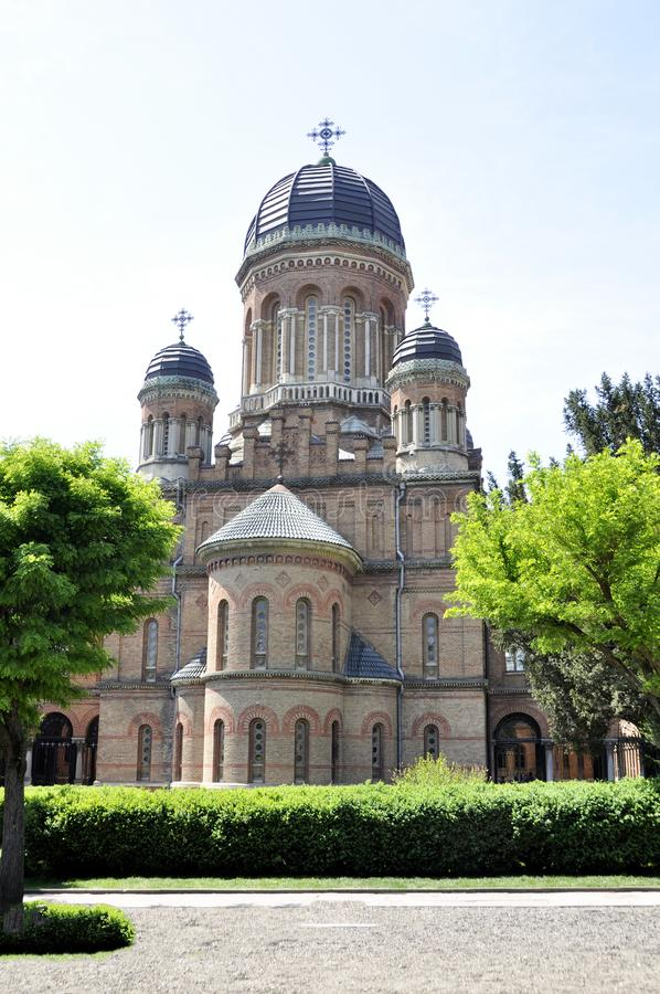 CHERNIVTSI UCRANIA - 4 de mayo de 2018: La iglesia anterior del seminario encendido imagen de archivo