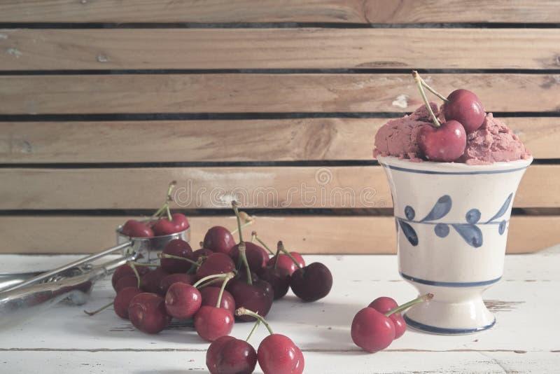 Cherry Ice Cream royaltyfri bild