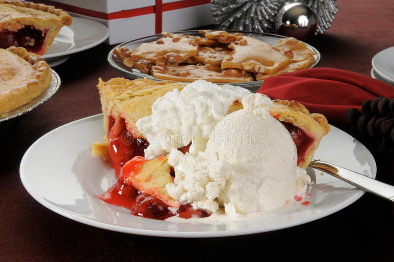 Cherry pie with ice cream