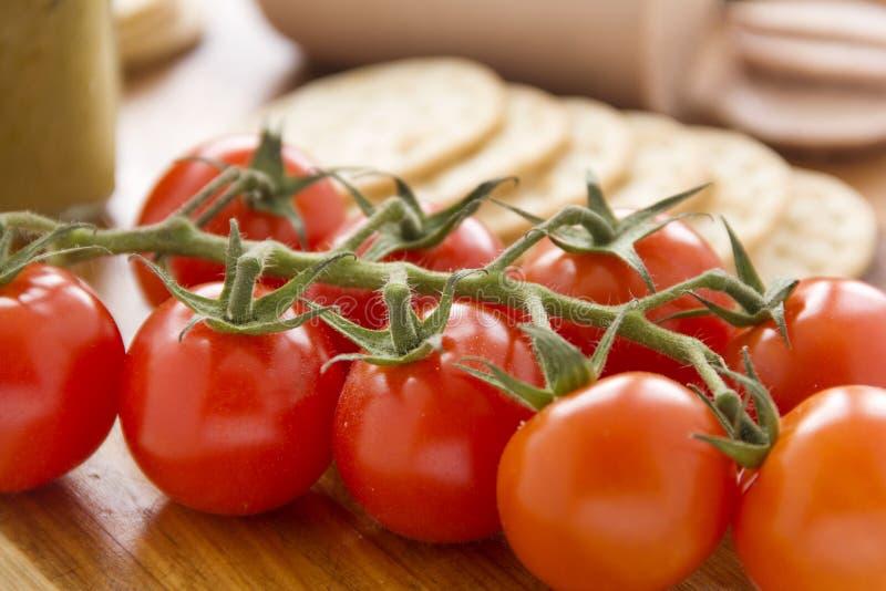 Cherry Tomato And Crackers foto de archivo