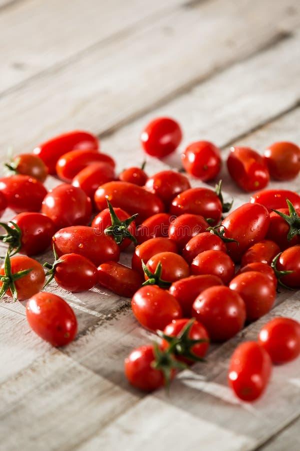 Cherry Tomato Mixed vermelho ecológico fotografia de stock royalty free
