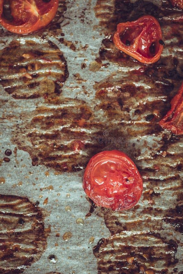 Cherry Tomatoes arrostito su pergamena immagine stock libera da diritti