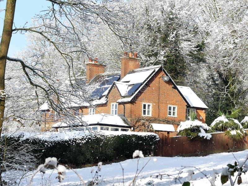 Cherry Tree Dell, terrain communal de Chorleywood, Chorleywood dans la neige d'hiver image stock