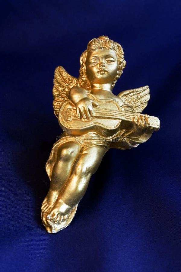 Cherub dell'oro con la chitarra fotografie stock