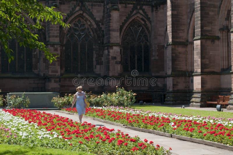 Cheshire Regiment Memorial Garden, del går Chester Cathedral, Chester, UK royaltyfri bild