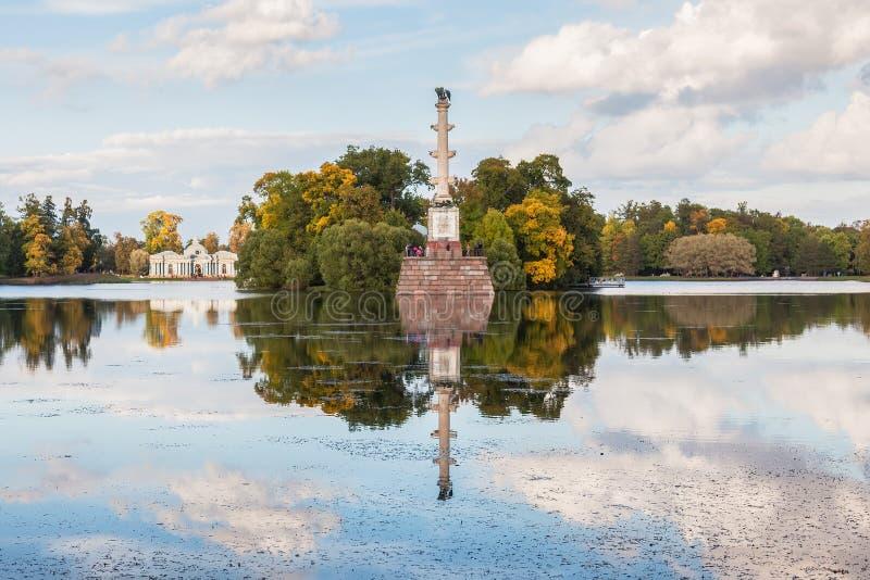 Chesme groty i kolumny pawilon w Catherine parku, Tsarskoye fotografia stock