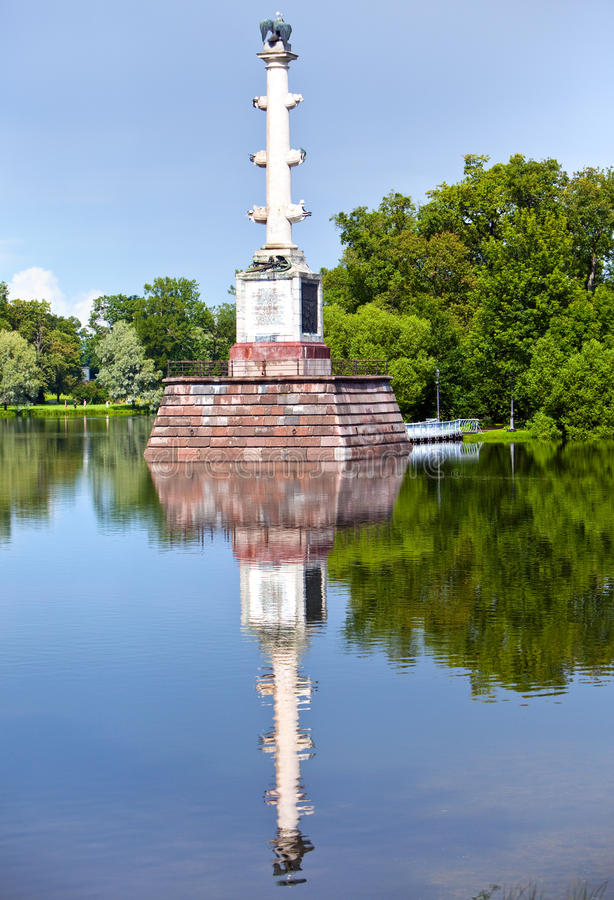 Chesme kolonn 24 för petersburg för park för nobility för km för catherine besök för tsarskoye för st för center familj tidigare  royaltyfria bilder