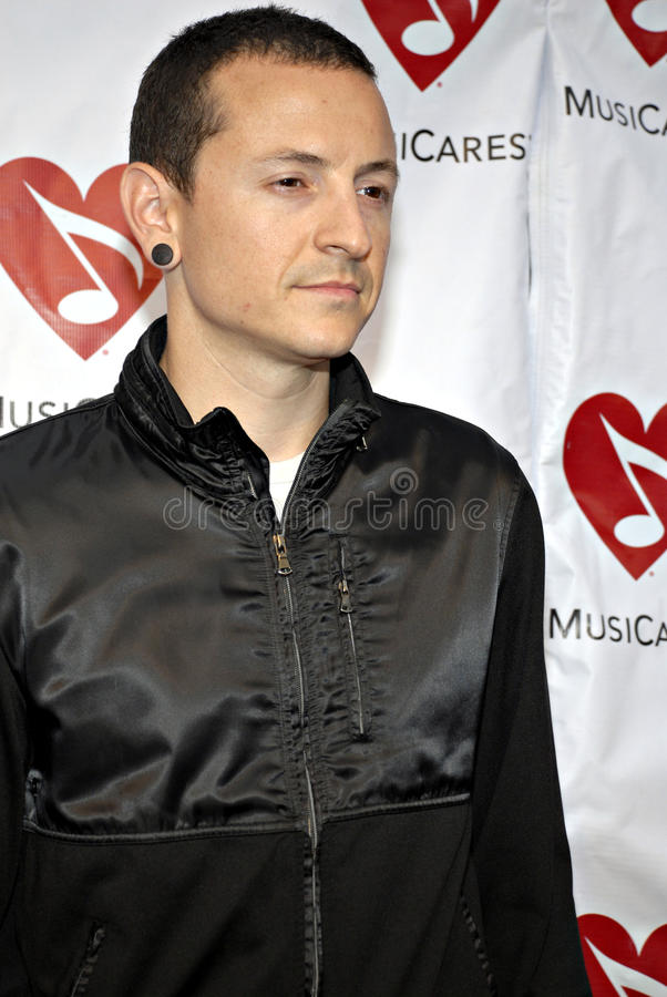 Chester Bennington sur le tapis rouge. photographie stock libre de droits