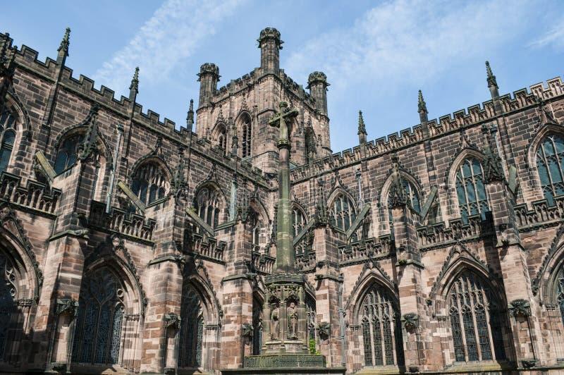 Chester Cathedral söder-västra yttersida, Chester, UK arkivbilder