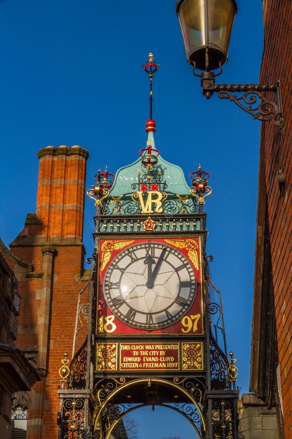 Chester, Inghilterra, l'orologio di Eastgate, ritratto, cielo blu fotografia stock libera da diritti