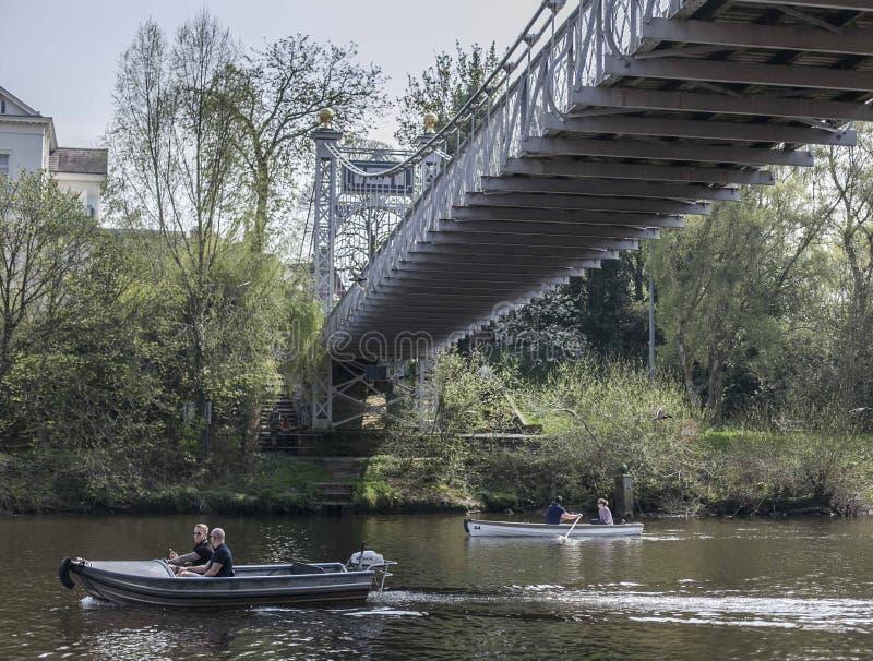 Chester, Inglaterra, el Reino Unido - río Dee imagenes de archivo