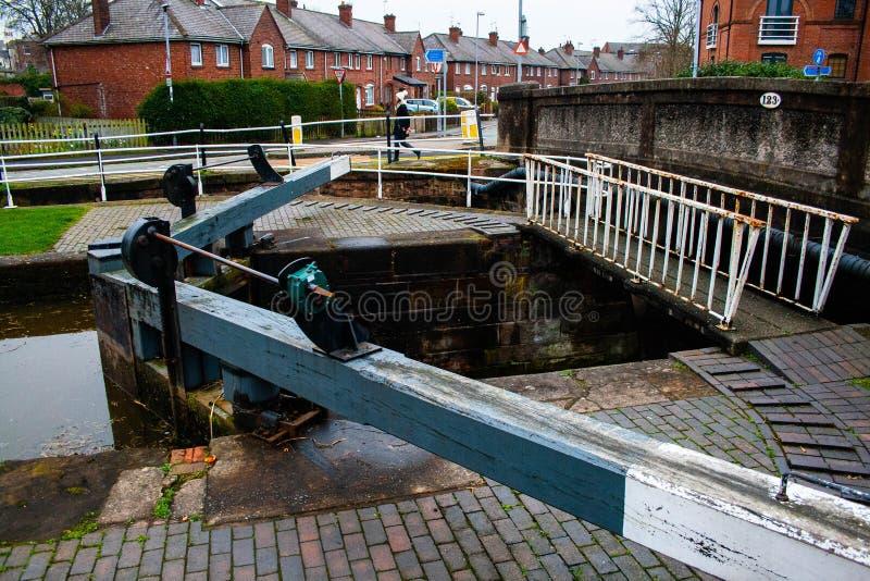 Chesters运河船locke,其中一许多 库存照片